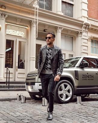 Schwarze Leder Bikerjacke kombinieren – 500+ Herren Outfits: Kombinieren Sie eine schwarze Leder Bikerjacke mit einer schwarzen Chinohose mit Karomuster, um mühelos alles zu meistern, was auch immer der Tag bringen mag. Schwarze Chelsea Boots aus Leder sind eine einfache Möglichkeit, Ihren Look aufzuwerten.