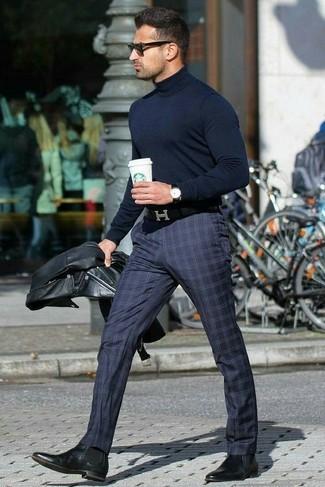 dunkelblauer Rollkragenpullover von Calvin Klein 205W39nyc
