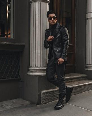 Schwarzen Rollkragenpullover kombinieren – 1045+ Herren Outfits: Tragen Sie einen schwarzen Rollkragenpullover und eine dunkelgraue Wollchinohose, um mühelos alles zu meistern, was auch immer der Tag bringen mag. Eine schwarze Lederfreizeitstiefel putzen umgehend selbst den bequemsten Look heraus.