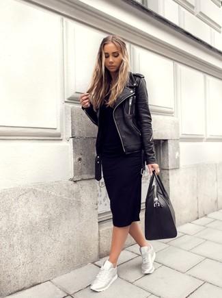Paaren Sie ein schwarzes sweatkleid für damen von Maison Margiela mit einer schwarzen leder bikerjacke und Sie werden wie ein richtiges Babe aussehen. Bringen Sie die Dinge durcheinander, indem Sie silbernen sportschuhe mit diesem Outfit tragen.