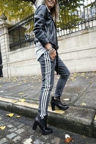 Ein graues sweatshirt von KIOMI und eine graue jogginghose sind eine ideale Outfit-Formel für Ihre Sammlung. Fühlen Sie sich ideenreich? Ergänzen Sie Ihr Outfit mit schwarzen leder stiefeletten.
