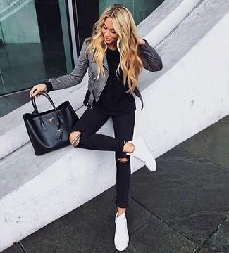 Wie schwarzes T shirt mit grauer Jacke zu kombinieren – 23