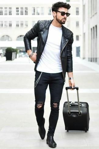 Die Kombination von einer Schwarzen gesteppten Leder Bikerjacke und Schwarzen Enger Jeans mit Destroyed-Effekten erlaubt es Ihnen, Ihren Freizeitstil klar und einfach zu halten. Schwarze Chelsea-Stiefel aus Leder bringen klassische Ästhetik zum Ensemble.