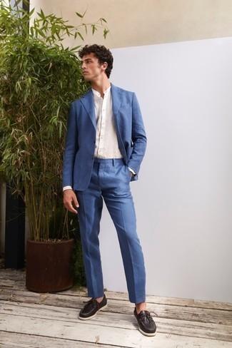 Bootsschuhe kombinieren – 500+ Herren Outfits: Entscheiden Sie sich für einen klassischen Stil in einem blauen Anzug und einem weißen Leinen Langarmhemd. Wählen Sie die legere Option mit Bootsschuhen.