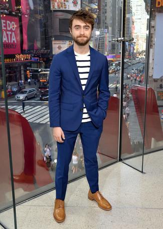 Blauer anzug weisses und dunkelblaues horizontal gestreiftes t shirt mit einem rundhalsausschnitt beige leder oxford schuhe large 21961