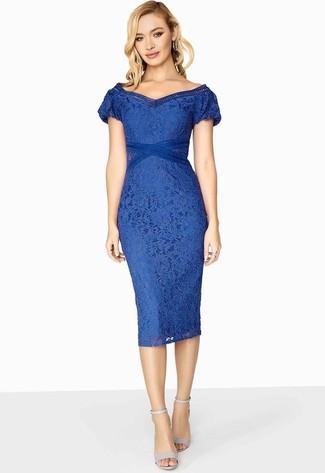 Wie kombinieren  blaues Spitze figurbetontes Kleid, hellblaue Leder  Sandaletten e3838d651d