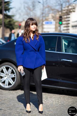 Miroslava Duma trägt Blaues Wollsakko, Schwarze Anzughose, Schwarze Leder Pumps