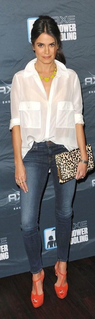 Bluse mit knoepfen enge jeans sandaletten clutch halskette armband large 13055