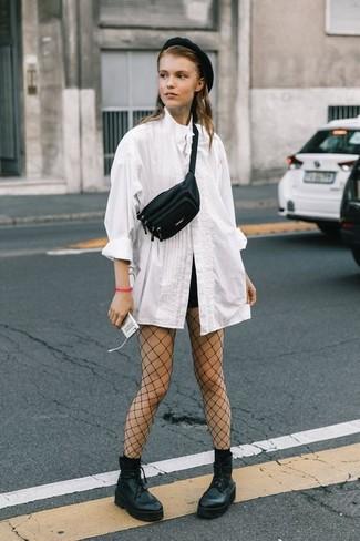 Entscheiden Sie sich für einen raffinierten Look mit einer weißen bluse mit knöpfen und einer schwarzen netzstrumpfhose von Asos. Dieses Outfit passt hervorragend zusammen mit schwarzen klobigen schnürstiefeletten aus leder.
