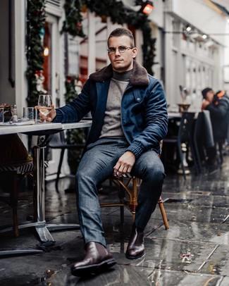 Wie kombinieren: dunkelblaue Wollbomberjacke, grauer Rollkragenpullover, dunkelblaue Anzughose mit Schottenmuster, dunkelrote Chelsea-Stiefel aus Leder