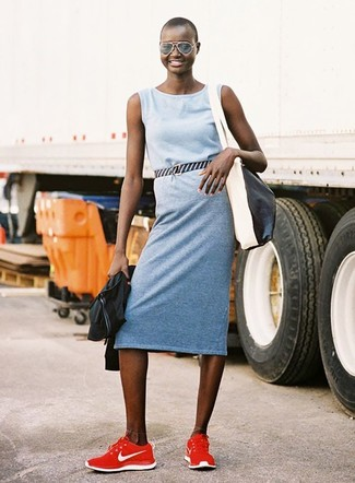 Schwarze Bomberjacke kombinieren – 187 Damen Outfits: Probieren Sie diese Paarung aus einer schwarzen Bomberjacke und einem hellblauen Freizeitkleid - mehr brauchen Sie nicht, um einen perfekten lockeren Trend-Look zu erreichen. Suchen Sie nach leichtem Schuhwerk? Entscheiden Sie sich für roten Sportschuhe für den Tag.