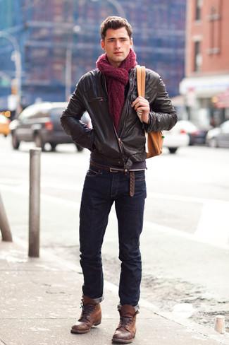 Die Vielseitigkeit von einer dunkelbraunen Leder Bomberjacke und dunkelblauen Jeans machen sie zu einer lohnenswerten Investition. Fühlen Sie sich mutig? Wählen Sie eine braune lederfreizeitstiefel.