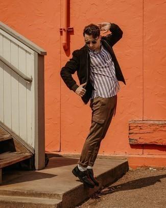Schwarze Doppelmonks aus Leder kombinieren – 283 Herren Outfits: Paaren Sie eine dunkelbraune Wildleder Bomberjacke mit einer braunen Cargohose für ein sonntägliches Mittagessen mit Freunden. Schwarze Doppelmonks aus Leder putzen umgehend selbst den bequemsten Look heraus.