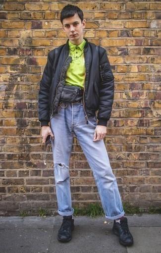 Schwarze Bomberjacke kombinieren: trends 2020: Kombinieren Sie eine schwarze Bomberjacke mit hellblauen Jeans mit Destroyed-Effekten für einen entspannten Wochenend-Look. Fühlen Sie sich mutig? Wählen Sie schwarzen Sportschuhe.