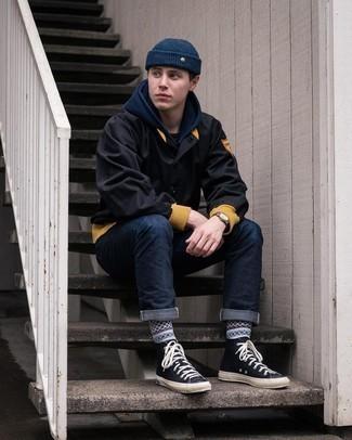 Schwarze Bomberjacke kombinieren – 500+ Herren Outfits: Paaren Sie eine schwarze Bomberjacke mit dunkelblauen Jeans für ein sonntägliches Mittagessen mit Freunden. Fühlen Sie sich mutig? Komplettieren Sie Ihr Outfit mit schwarzen hohen Sneakers aus Segeltuch.