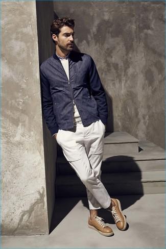 hellbeige Pullover mit einem Rundhalsausschnitt von Entre Amis