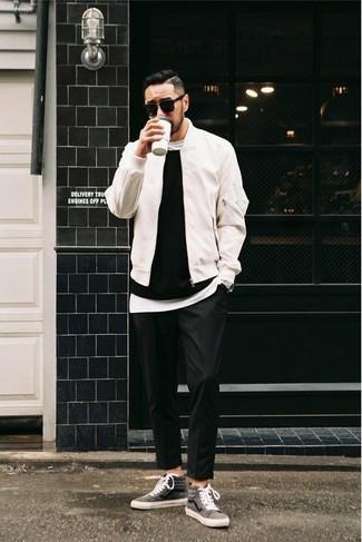 schwarzer Pullover mit einem Rundhalsausschnitt von Jack & Jones