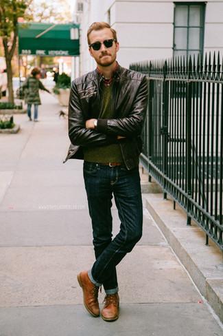 Paaren Sie eine braune Leder Bomberjacke mit dunkelblauen Jeans für ein bequemes Outfit, das außerdem gut zusammen passt. Machen Sie Ihr Outfit mit braunen leder derby schuhen eleganter.