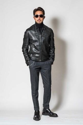 Schwarzen Rollkragenpullover kombinieren – 1045+ Herren Outfits: Tragen Sie einen schwarzen Rollkragenpullover und eine dunkelgraue Wollanzughose für einen stilvollen, eleganten Look. Schwarze Chelsea Boots aus Leder sind eine großartige Wahl, um dieses Outfit zu vervollständigen.