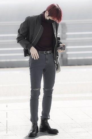 Dunkelroten Pullover kombinieren: trends 2020: Ein dunkelroter Pullover und dunkelgraue enge Jeans mit Destroyed-Effekten sind eine perfekte Outfit-Formel für Ihre Sammlung. Schwarze Chelsea-Stiefel aus Leder putzen umgehend selbst den bequemsten Look heraus.