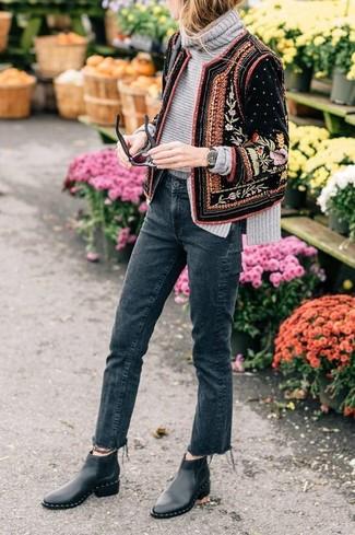 Wie kombinieren: schwarze verzierte Samt Bomberjacke, grauer Strick Rollkragenpullover, dunkelgraue Jeans, schwarze Chelsea-Stiefel aus Leder