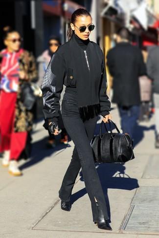 Schwarze Bomberjacke kombinieren – 187 Damen Outfits: Paaren Sie eine schwarze Bomberjacke mit schwarzen Jeans für einen großartigen Wochenend-Look. Schwarze Leder Stiefeletten sind eine kluge Wahl, um dieses Outfit zu vervollständigen.