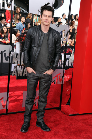 Bomberjacke schwarze t shirt mit rundhalsausschnitt dunkelgraues jeans dunkelgraue stiefel schwarze large 1973