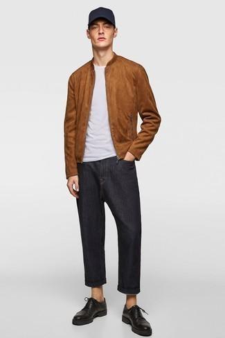 Braune Wildleder Bomberjacke kombinieren – 159 Herren Outfits: Vereinigen Sie eine braune Wildleder Bomberjacke mit schwarzen Jeans, um einen lockeren, aber dennoch stylischen Look zu erhalten. Fühlen Sie sich ideenreich? Ergänzen Sie Ihr Outfit mit schwarzen klobigen Leder Derby Schuhen.