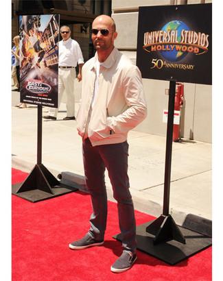 Bomberjacke t shirt mit rundhalsausschnitt jeans slip on sneakers sonnenbrille large 12194