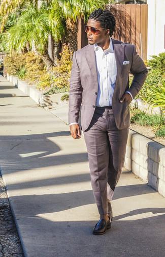 Schwarze Leder Slipper kombinieren: trends 2020: Machen Sie sich mit einem weißen Businesshemd und einer braunen Leinen Anzughose einen verfeinerten, eleganten Stil zu Nutze. Suchen Sie nach leichtem Schuhwerk? Ergänzen Sie Ihr Outfit mit schwarzen Leder Slippern für den Tag.