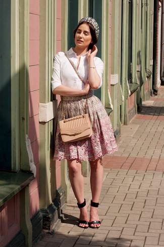 weißes Businesshemd, rosa ausgestellter Rock mit Blumenmuster, schwarze  Leder Sandaletten, beige gesteppte Leder Umhängetasche für Damen   Damenmode a737175c59