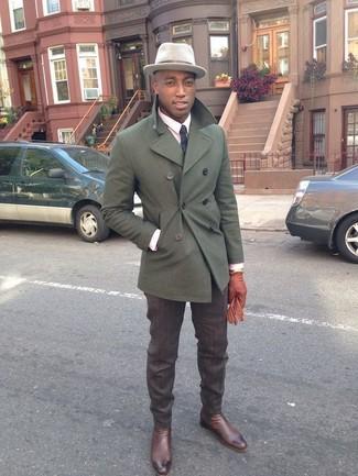 Braune Lederhandschuhe kombinieren: trends 2020: Für ein bequemes Couch-Outfit, erwägen Sie das Tragen von einer olivgrünen Cabanjacke und braunen Lederhandschuhen. Putzen Sie Ihr Outfit mit dunkelbraunen Chelsea-Stiefeln aus Leder.