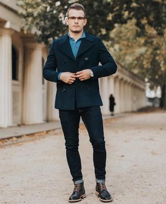Wie kombinieren: dunkelblaue Cabanjacke, dunkeltürkiser Polo Pullover, dunkelblaue enge Jeans, schwarze Brogue Stiefel aus Leder