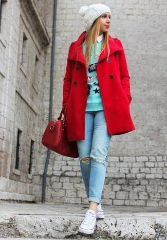 Wie kombinieren: rote Cabanjacke, mintgrüner bestickter Pullover mit einem Rundhalsausschnitt, weißes Businesshemd, hellblaue enge Jeans mit Destroyed-Effekten
