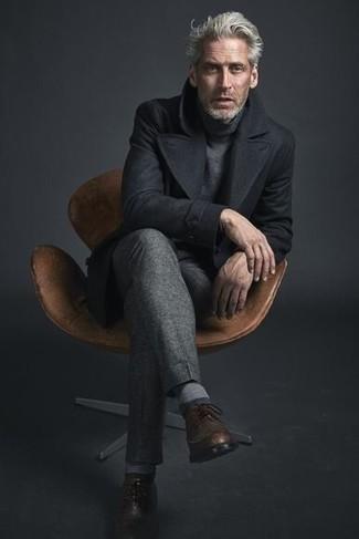 Braune Leder Brogues kombinieren: trends 2020: Entscheiden Sie sich für eine schwarze Cabanjacke und eine graue Anzughose, um vor Klasse und Perfektion zu strotzen. Wenn Sie nicht durch und durch formal auftreten möchten, wählen Sie braunen Leder Brogues.
