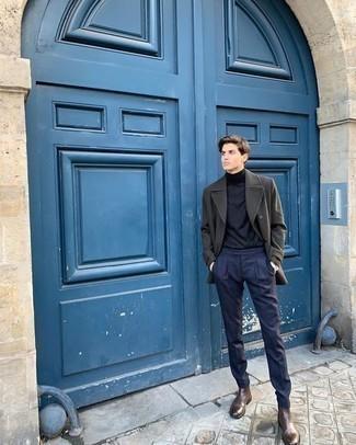 Elegante Outfits Herren 2020: Kombinieren Sie eine olivgrüne Cabanjacke mit einer dunkelblauen Anzughose für einen stilvollen, eleganten Look. Wählen Sie die legere Option mit dunkelbraunen Chelsea Boots aus Leder.