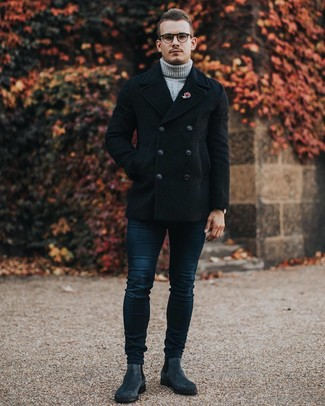 Roten Anstecknadel kombinieren – 47 Herren Outfits: Entscheiden Sie sich für Komfort in einer schwarzen Cabanjacke und einem roten Anstecknadel. Fühlen Sie sich mutig? Wählen Sie dunkelgrauen Chelsea Boots aus Wildleder.