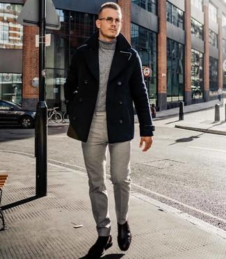 Wie kombinieren: schwarze Cabanjacke, grauer Rollkragenpullover, graue Anzughose, dunkelbraune Chelsea-Stiefel aus Leder