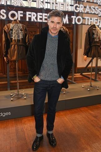 Schwarze Lederfreizeitstiefel kombinieren: trends 2020: Kombinieren Sie eine schwarze Cabanjacke mit dunkelblauen Jeans, um einen eleganten, aber nicht zu festlichen Look zu kreieren. Eine schwarze Lederfreizeitstiefel sind eine kluge Wahl, um dieses Outfit zu vervollständigen.