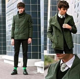Wie kombinieren: dunkelgrüne Cabanjacke, schwarze Wollweste, weißes Businesshemd, schwarze Chinohose