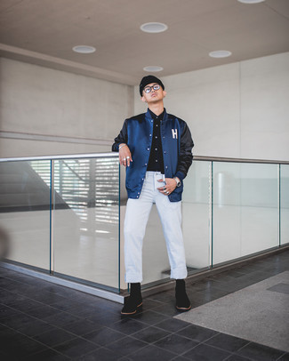 Transparente Sonnenbrille kombinieren – 500+ Herren Outfits: Für ein bequemes Couch-Outfit, paaren Sie eine dunkelblaue Collegejacke mit einer transparenten Sonnenbrille. Fühlen Sie sich mutig? Komplettieren Sie Ihr Outfit mit schwarzen Chelsea Boots aus Wildleder.