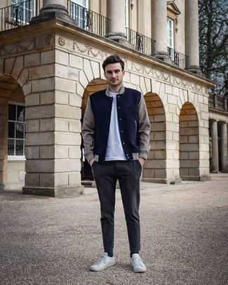 30 Jährige: Welche Collegejacken mit weißen und dunkelblauen