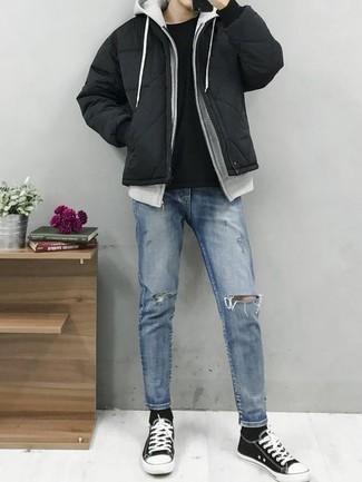 Wie Daunenjacke mit Jeans zu kombinieren: trends 2020: Vereinigen Sie eine Daunenjacke mit Jeans für ein Alltagsoutfit, das Charakter und Persönlichkeit ausstrahlt. Fühlen Sie sich mutig? Ergänzen Sie Ihr Outfit mit schwarzen und weißen Segeltuch niedrigen Sneakers.