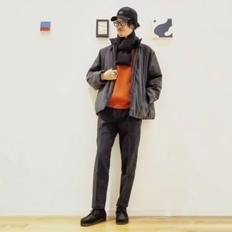 Schwarze Baseballkappe kombinieren – 444 Herren Outfits: Eine dunkelgraue Daunenjacke und eine schwarze Baseballkappe sind das Outfit Ihrer Wahl für faule Tage. Fühlen Sie sich mutig? Entscheiden Sie sich für schwarzen Chukka-Stiefel aus Wildleder.