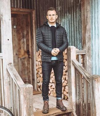 Schwarzen Pullover mit einem Rundhalsausschnitt kombinieren – 508+ Herren Outfits: Paaren Sie einen schwarzen Pullover mit einem Rundhalsausschnitt mit dunkelgrauen Jeans, um einen lockeren, aber dennoch stylischen Look zu erhalten. Braune Lederarbeitsstiefel liefern einen wunderschönen Kontrast zu dem Rest des Looks.