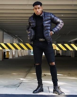 Schwarze enge Jeans mit Destroyed-Effekten kombinieren: trends 2020: Für ein bequemes Couch-Outfit, kombinieren Sie eine dunkelblaue Daunenjacke mit schwarzen engen Jeans mit Destroyed-Effekten. Schwarze hohe Sneakers aus Leder sind eine ideale Wahl, um dieses Outfit zu vervollständigen.