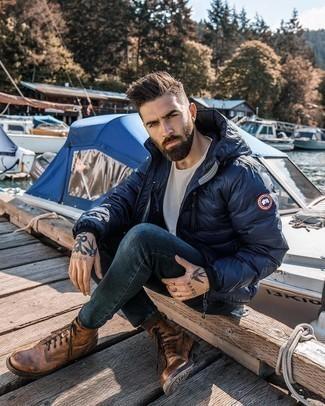 Dunkelbraune Socken kombinieren – 978+ Herren Outfits: Halten Sie Ihr Outfit locker mit einer dunkelblauen Daunenjacke und dunkelbraunen Socken. Setzen Sie bei den Schuhen auf die klassische Variante mit einer braunen Lederfreizeitstiefeln.