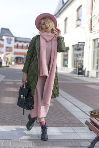 Rosa Socken kombinieren: trends 2020: Wahlen Sie einen olivgrünen Daunenmantel und rosa Socken, umeinen interessanten, entspannten Look zu erhalten, der in der Garderobe der Frau auf keinen Fall fehlen darf. Fühlen Sie sich mutig? Vervollständigen Sie Ihr Outfit mit schwarzen Schnürstiefeletten aus Leder.