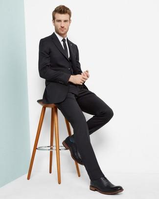 Dunkelgraue Socken kombinieren: trends 2020: Kombinieren Sie einen schwarzen Dreiteiler mit dunkelgrauen Socken für ein Alltagsoutfit, das Charakter und Persönlichkeit ausstrahlt. Schwarze Leder Brogues putzen umgehend selbst den bequemsten Look heraus.