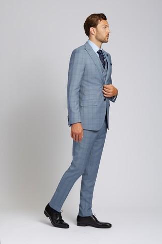 Dunkelblaues Einstecktuch kombinieren: trends 2020: Paaren Sie einen hellblauen Dreiteiler mit Schottenmuster mit einem dunkelblauen Einstecktuch für ein sonntägliches Mittagessen mit Freunden. Schwarze Leder Derby Schuhe sind eine einfache Möglichkeit, Ihren Look aufzuwerten.